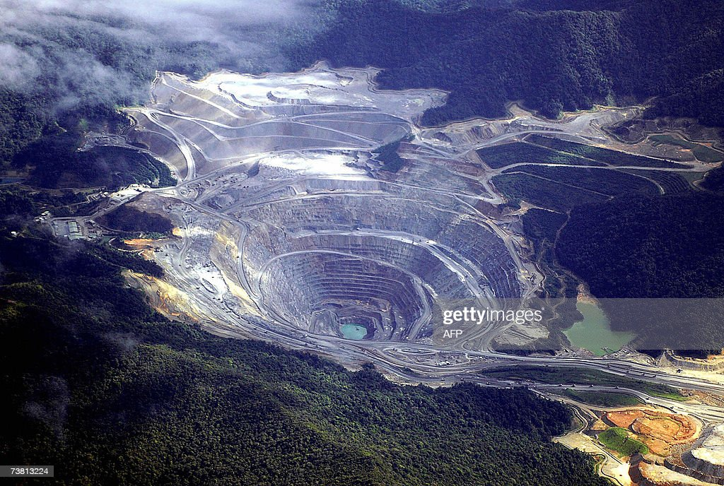 An aerial shot shows the US giant Newmonth mine in Sumbawa island, 04 April 2007, where hundreds of people had attacked and torched a mining camp last year, as they wanted the company to pay money into a community development fund. Another Newmont subsidiary, Newmont Minahasa Raya, has been accused in court of polluting a bay near its mine in North Sulawesi province. AFP PHOTO/Sonny TUMBELAKA
