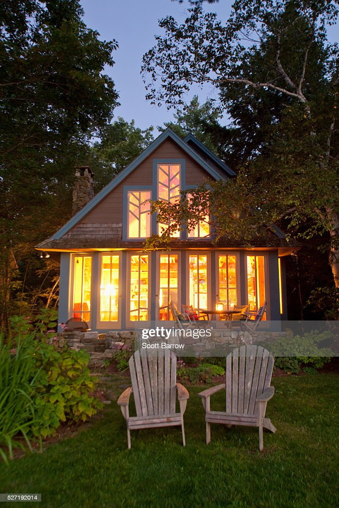 Summer cottage at twilight : Foto stock