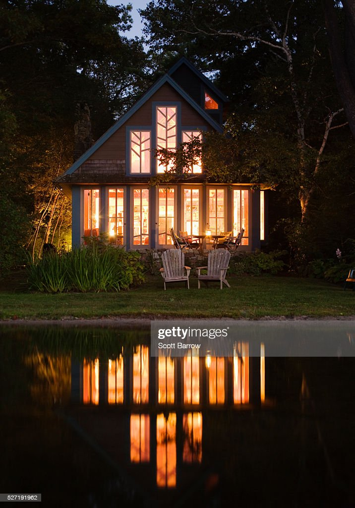 Summer cottage beside a lake at night : Foto de stock