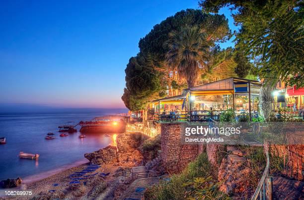 Sommer Abend an der Küste des Ionischen Meeres