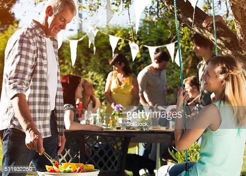 Barbecue en famille en été