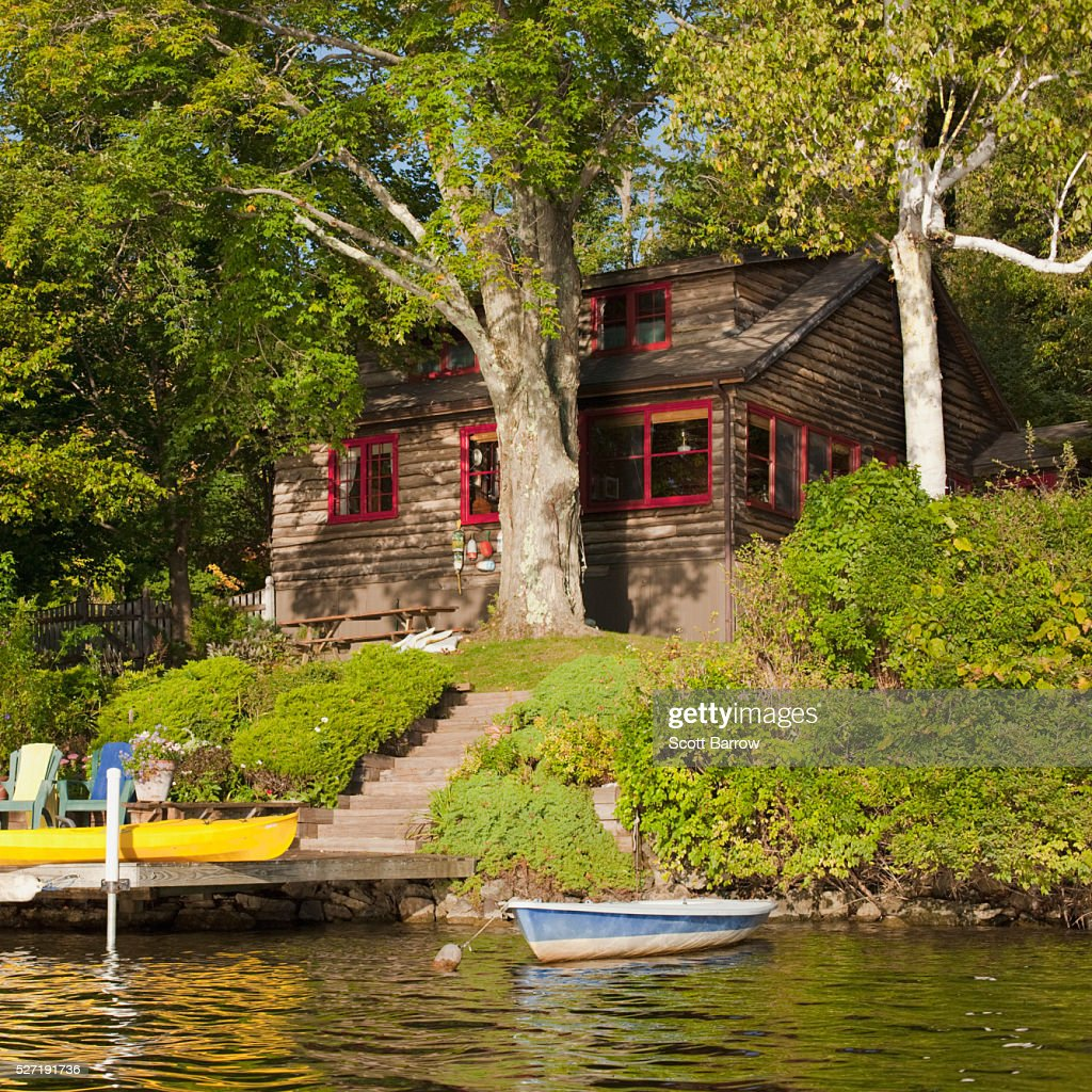 Summer getaway beside a lake : Stock-Foto