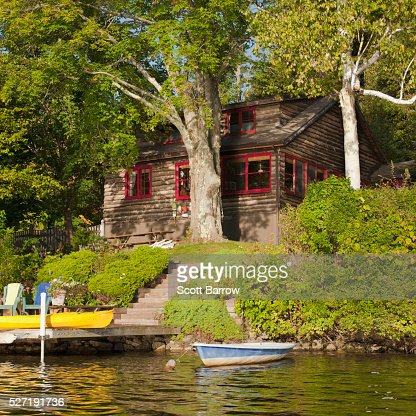 Summer getaway beside a lake : Stock Photo