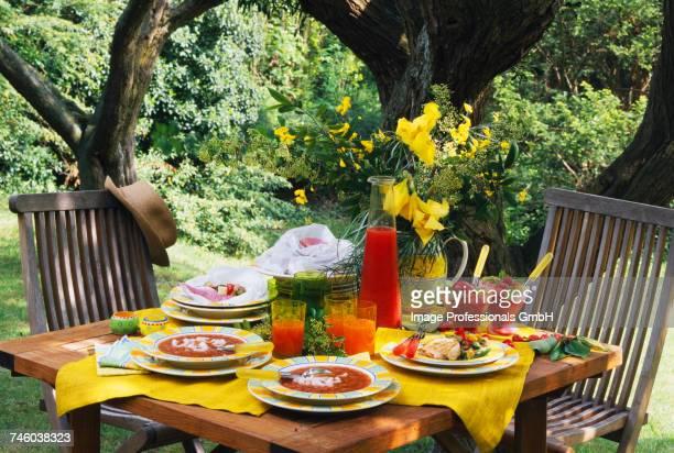summer menu in the garden