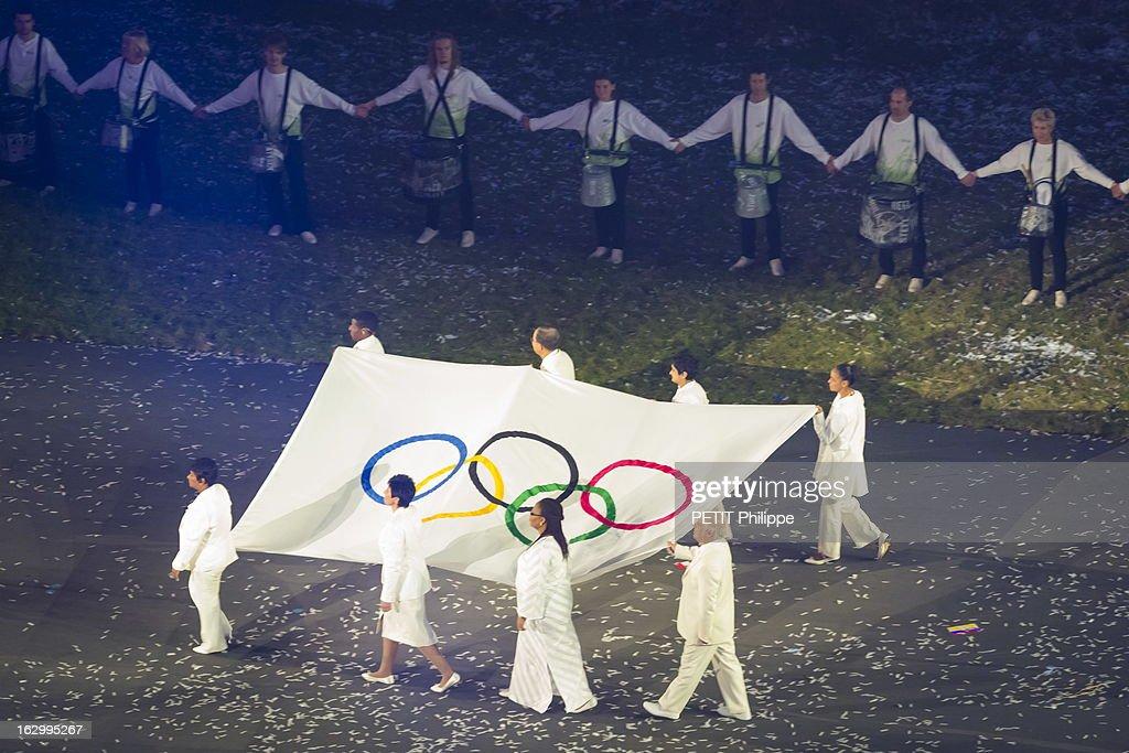 Opening Ceremony La cérémonie d'ouverture des 30èmes Jeux olympiques d'été de Londres 2012 l'arrivée du drapeau olympique