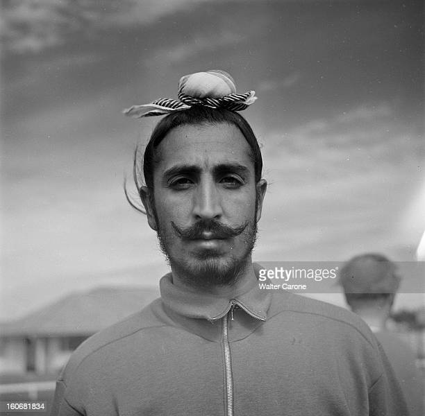 Summer Olympics 1952 Helsinki En Finlande à Helsinki en juillet 1952 lors des Jeux Olympiques d'été portrait d'un compétiteur Hindou portant le...