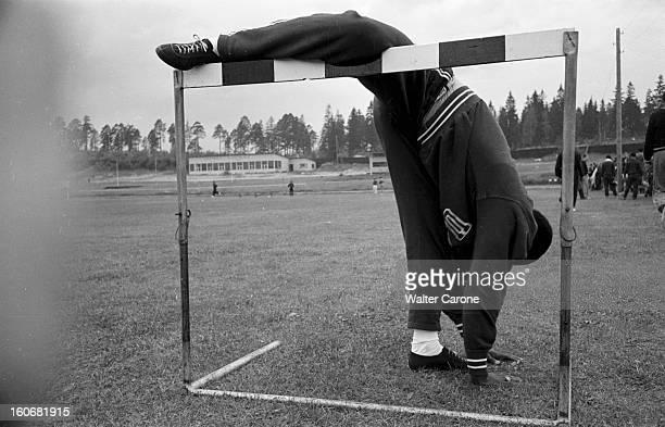Summer Olympics 1952 Helsinki En Finlande à Helsinki en juillet 1952 lors des Jeux Olympiques d'été l'athlète le plus souple d'Helsinki est...