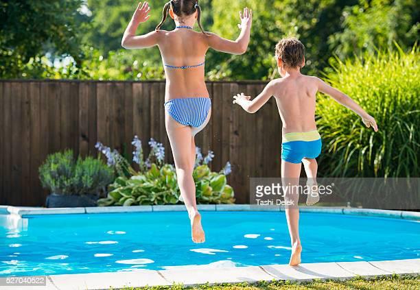 Sommer-Party im Swimmingpool