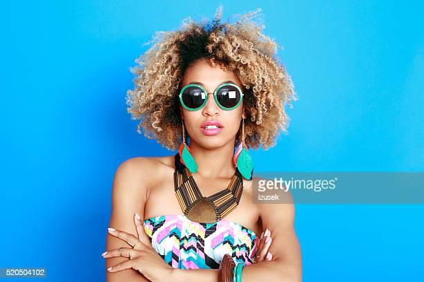 Sommer-Porträt des schönen afro-american junge Frau