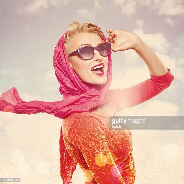 Retrato de Glamour de mujer de verano,