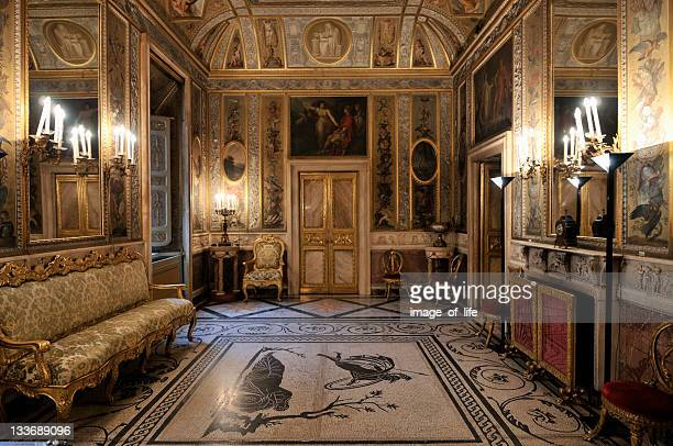 Baroque style stock photos and pictures getty images for Interieur baroque