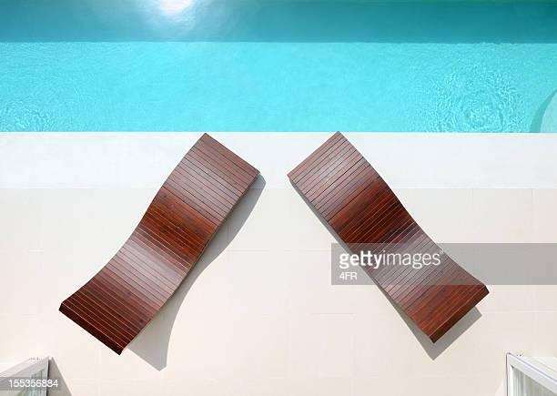Chaises longues et piscine privée d'une Villa de luxe (XXXL