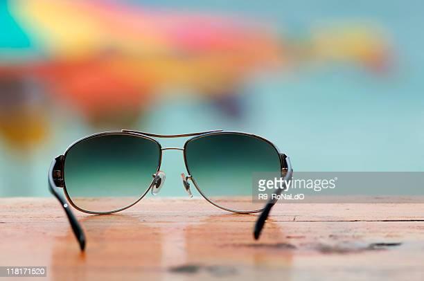 Gli occhiali da sole in spiaggia
