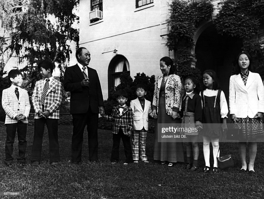 <a gi-track='captionPersonalityLinkClicked' href=/galleries/search?phrase=Sun+Myung+Moon&family=editorial&specificpeople=773635 ng-click='$event.stopPropagation()'>Sun Myung Moon</a>, Korean religious leader, with his family