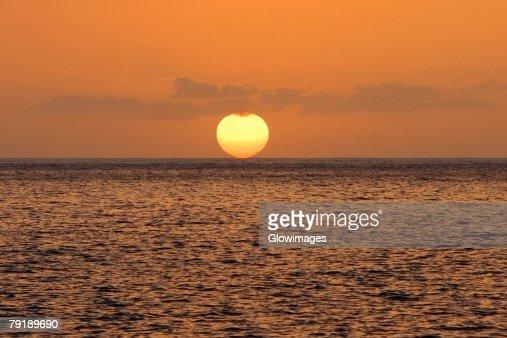 Sun over the sea, Pakini Nui Wind Project, South Point, Big Island, Hawaii Islands, USA : Foto de stock