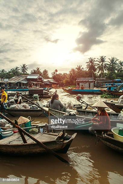 Sun Rise at The Can Tho Floating Market