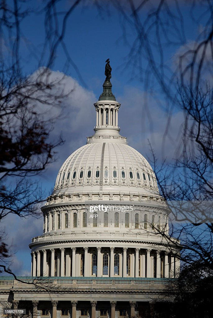 Sun shines on the U.S. Capitol on December 30, 2012 as last minute talks stalled Sunday between top US political leaders aimed at averting a fiscal calamity due to hit within hours, as Democrats and Republicans blamed each other for a lack of progress. AFP PHOTO/Molly RILEY