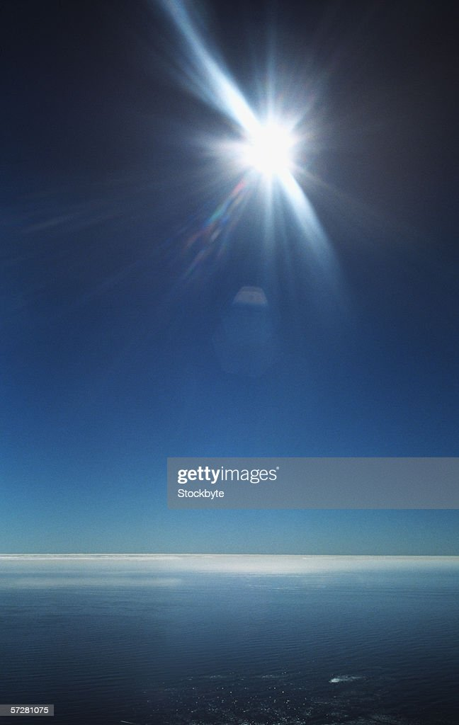 Sun shining over the sea at table mountain in cape town, south Africa : Stock Photo