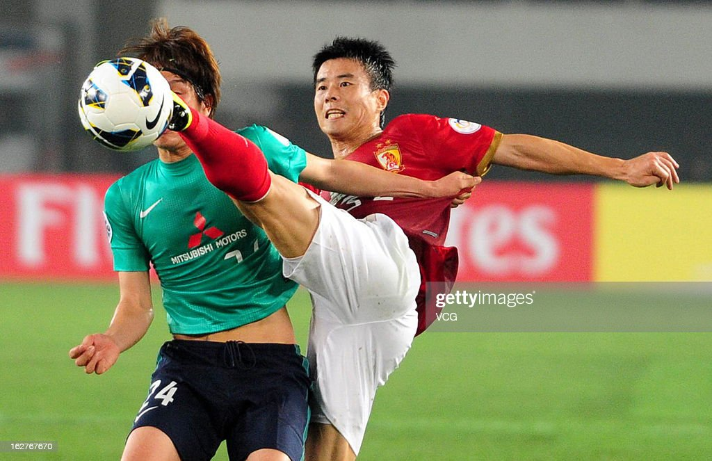 <a gi-track='captionPersonalityLinkClicked' href=/galleries/search?phrase=Sun+Xiang&family=editorial&specificpeople=2167195 ng-click='$event.stopPropagation()'>Sun Xiang</a> (R) of Guangzhou Evergrande and Genki Haraguchi (L) of Urawa Red Diamonds battle for the ball during the AFC Champions League match between Guangzhou Evergrande and Urawa Red Diamonds at Tianhe Sports Center on February 26, 2013 in Guangzhou, China.