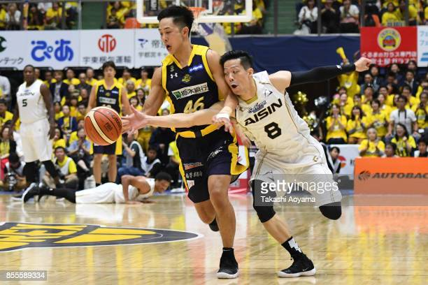 Sunao Murakami of the SeaHorse Mikawa competes for the ball against Shusuke Ikuhara of the Tochigi Brex during the BLeague game between Tochigi Brex...