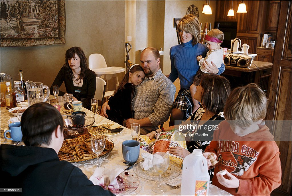 a narrative of sunday dinners with the whole family In decades past, large sunday suppers with relatives were widespread traditions  grandma in her apron, checking on the food the kids playing with their.