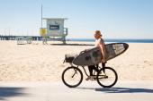 Sunday outdoor sport in Venice Beach