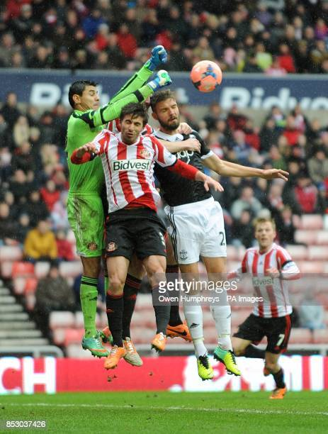 Sunderland goalkeeper Oscar Ustari battles for the ball with teammate Ignacio Scocco against Southampton's Jo Hooiveld
