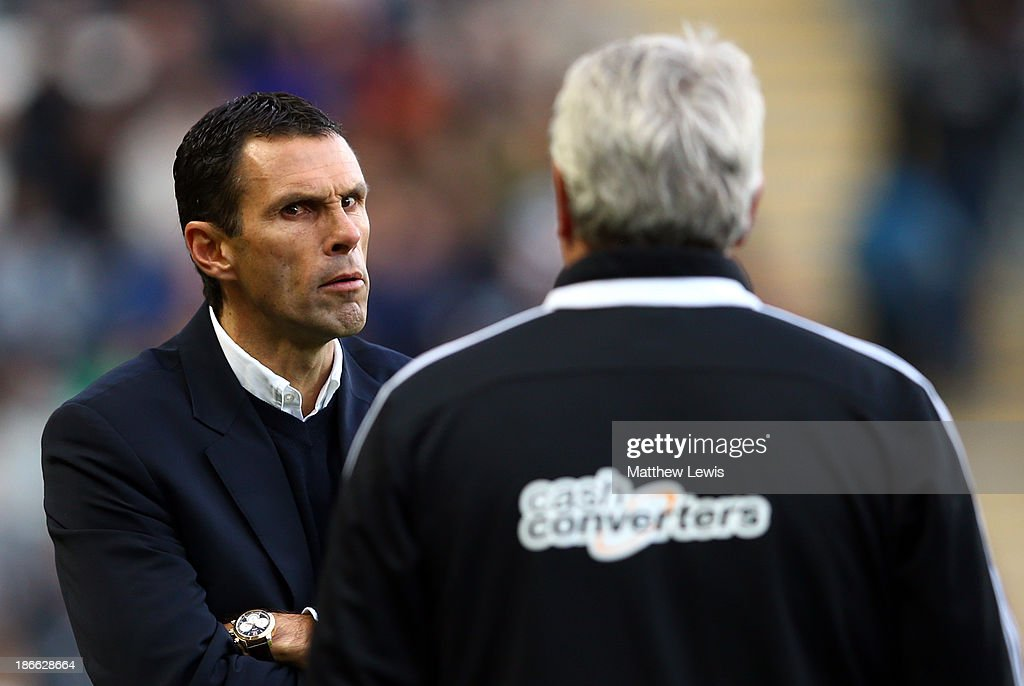 Sunderland manager Gus Poyet gestures during the Barclays Premier League match between Hull City and Sunderland at KC Stadium on November 2, 2013 in Hull, England.