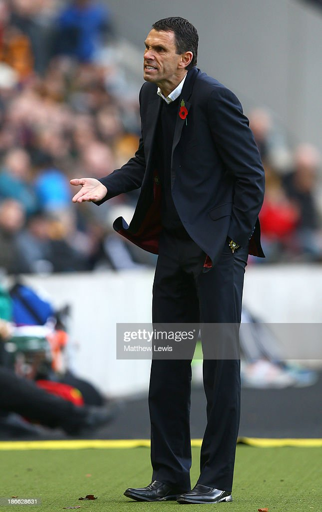Sunderland manager Gus Poyet gestures to his staff during the Barclays Premier League match between Hull City and Sunderland at KC Stadium on November 2, 2013 in Hull, England.