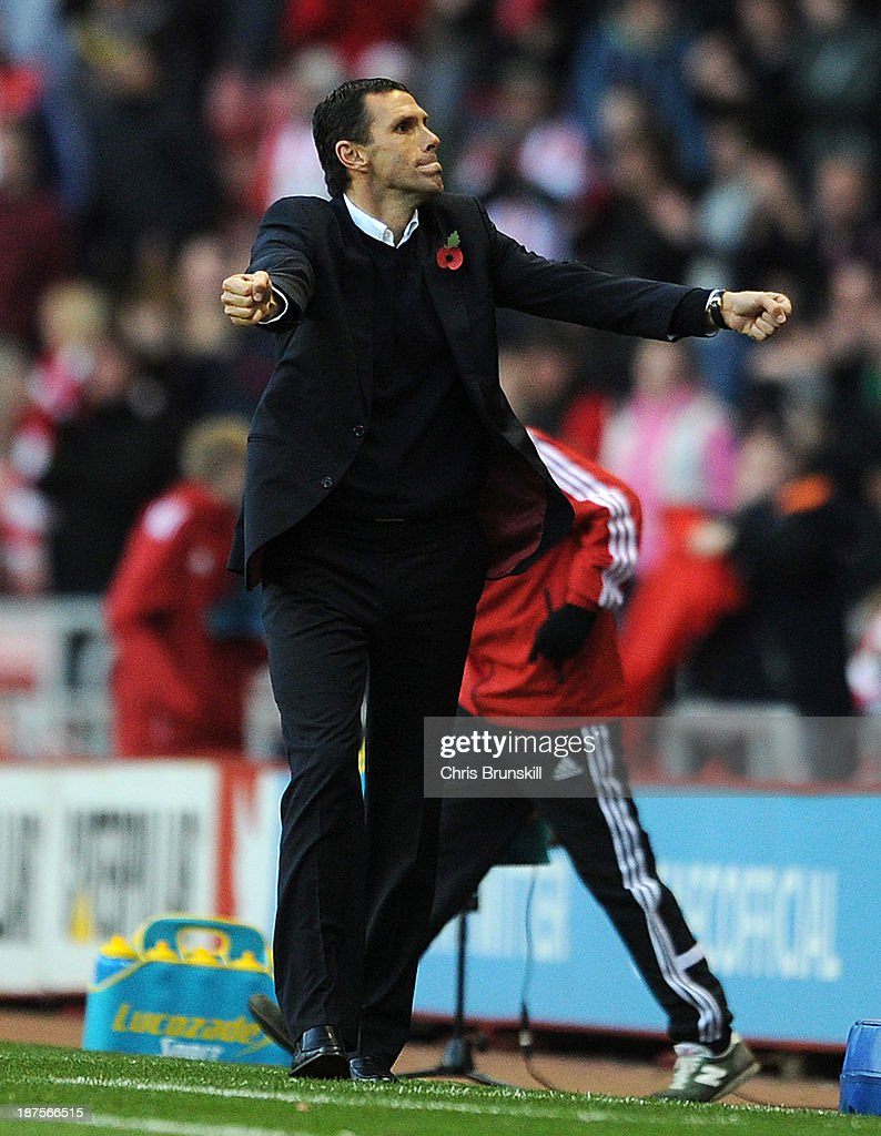 Sunderland manager <a gi-track='captionPersonalityLinkClicked' href=/galleries/search?phrase=Gustavo+Poyet&family=editorial&specificpeople=227352 ng-click='$event.stopPropagation()'>Gustavo Poyet</a> celebrates at full-time during the Barclays Premier League match between Sunderland and Manchester City at Stadium of Light on November 10, 2013 in Sunderland, England.