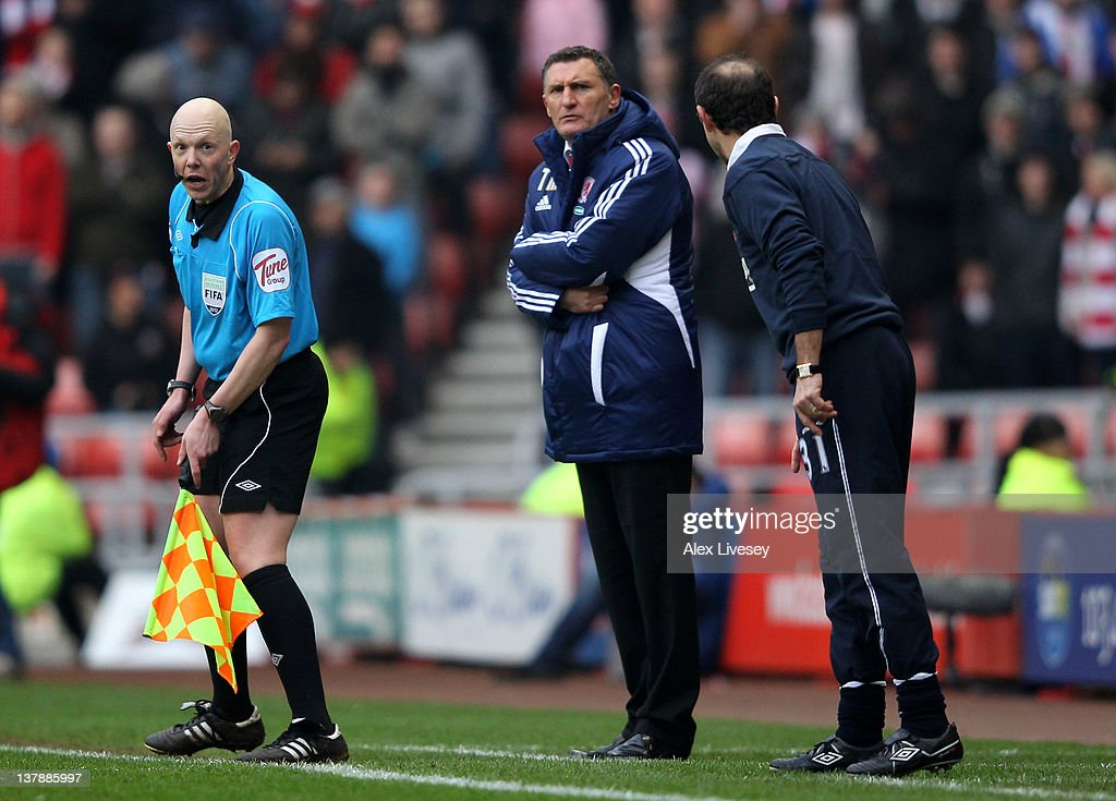 Sunderland Manager Martin O'Neill has words with the Assistant Referee during the FA Cup Fourth Round match between Sunderland and Middlesbrough at...