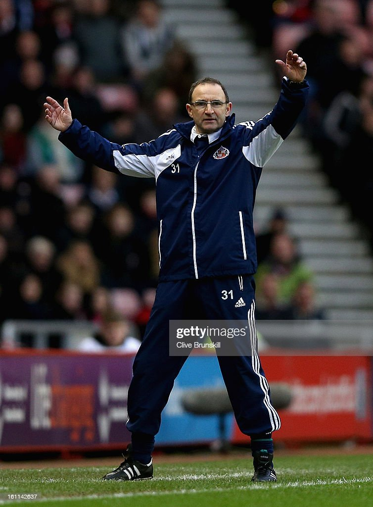 Sunderland manager <a gi-track='captionPersonalityLinkClicked' href=/galleries/search?phrase=Martin+O%27Neill&family=editorial&specificpeople=201190 ng-click='$event.stopPropagation()'>Martin O'Neill</a> shows his frustration during the Barclays Premier League match between Sunderland and Arsenal at the Stadium of Light on February 9, 2013 in Sunderland, England.
