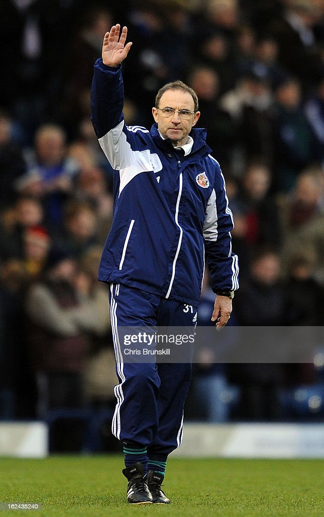 Sunderland manager <a gi-track='captionPersonalityLinkClicked' href=/galleries/search?phrase=Martin+O%27Neill&family=editorial&specificpeople=201190 ng-click='$event.stopPropagation()'>Martin O'Neill</a> waves to the supporters following the Barclays Premier League match between West Bromwich Albion and Sunderland at The Hawthorns on February 23, 2013 in West Bromwich, England.