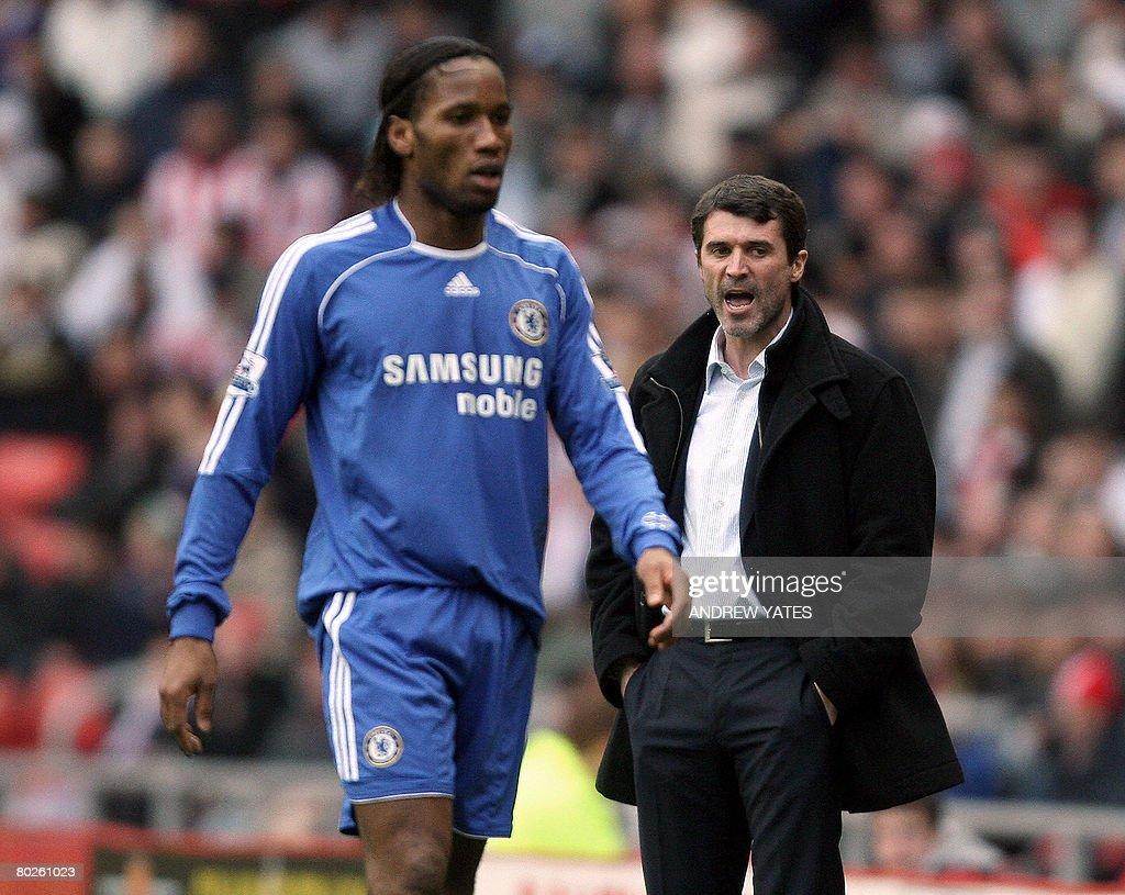 Sunderland manager Roy Keane R shouts