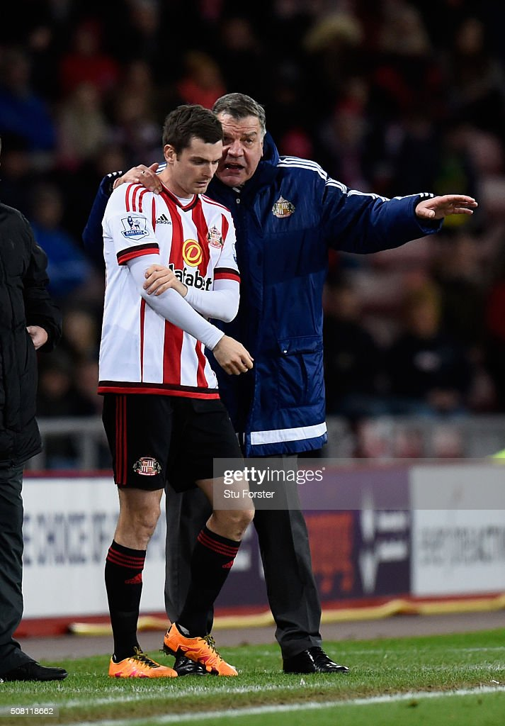 Sunderland manager Sam Allardyce (r) gives some advice to striker Adam Johnson during the Barclays Premier League match between Sunderland and Manchester City at the Stadium of Light on February 2, 2016 in Sunderland, England