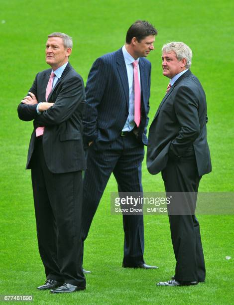 Sunderland owner Ellis Short chairman Niall Quinn and manager Steve Bruce on the pitch before kickoff