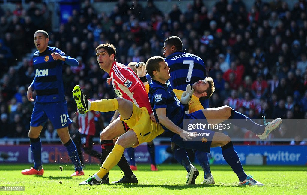 Sunderland player Danny Graham (l) looks on as Manchester United defender <a gi-track='captionPersonalityLinkClicked' href=/galleries/search?phrase=Nemanja+Vidic&family=editorial&specificpeople=497253 ng-click='$event.stopPropagation()'>Nemanja Vidic</a> (c) collides with his own goalkeeper, David De Gea during the Barclays Premier League match between Sunderland and Manchester United at Stadium of Light on March 30, 2013 in Sunderland, England.