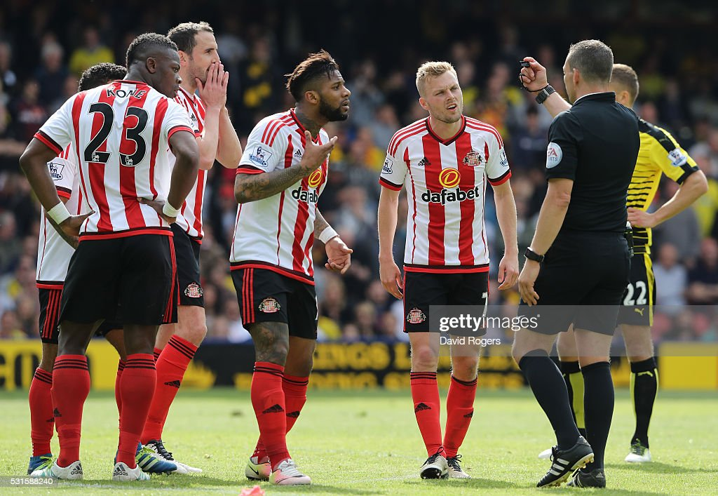 Sunderland players appeal to referee <a gi-track='captionPersonalityLinkClicked' href=/galleries/search?phrase=Kevin+Friend&family=editorial&specificpeople=2941162 ng-click='$event.stopPropagation()'>Kevin Friend</a> (2nd R) after awading a penalty to Watford for foul by <a gi-track='captionPersonalityLinkClicked' href=/galleries/search?phrase=John+O%27Shea+-+Soccer+Player&family=editorial&specificpeople=202487 ng-click='$event.stopPropagation()'>John O'Shea</a> (3rd L) of Sunderland during the Barclays Premier League match between Watford and Sunderland at Vicarage Road on May 15, 2016 in Watford, England.