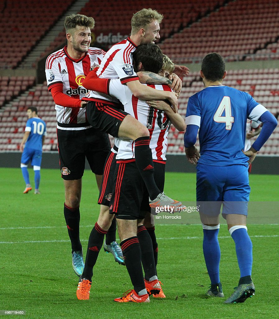 Sunderland players celebrate <a gi-track='captionPersonalityLinkClicked' href=/galleries/search?phrase=Danny+Graham+-+Fotbollsspelare&family=editorial&specificpeople=11679831 ng-click='$event.stopPropagation()'>Danny Graham</a>'s (#10) opening goal during the Barclays Premier League International Cup match between Sunderland and Athletic Bilbao at the Stadium of Light on November 11, 2015 in Sunderland, England.