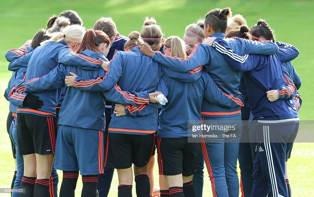 Sunderland players share a group hug during the WSL 1 League match between Sunderland Ladies and Chelsea Ladies FC at the Hetton Center on June 29, 2016 in Hetton, England.