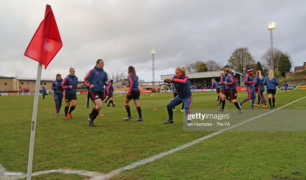 Sunderland players warm up before the WSL 1 match between Sunderland AFC Ladies and Manchester City Women at The Hetton Center on April 29, 2016 in Hetton, England.