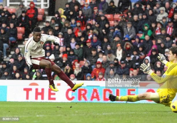 Sunderland's Asamoah Gyan scores their second goal past Stoke City goalkeeper Asmir Begovic