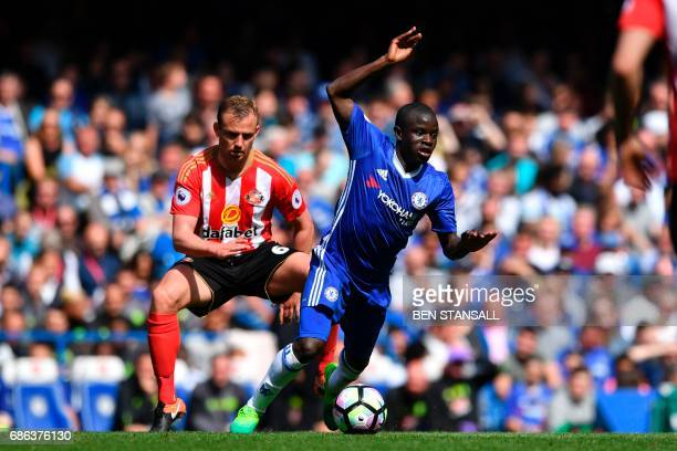 Sunderland's English midfielder Lee Cattermole challenges Chelsea's French midfielder N'Golo Kante during the English Premier League football match...