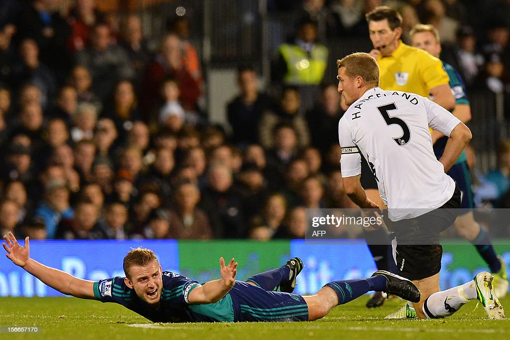 "Sunderland's English midfielder Lee Cattermole (L) reacts after being tackled by Fulham's Norwegian defender Brede Hangeland (R) during the English Premier League football match between Fulham and Sunderland at Craven Cottage in London on November 18, 2012. AFP PHOTO/BEN STANSALL USE. No use with unauthorized audio, video, data, fixture lists, club/league logos or ""live"" services. Online in-match use limited to 45 images, no video emulation. No use in betting, games or single club/league/player publications."