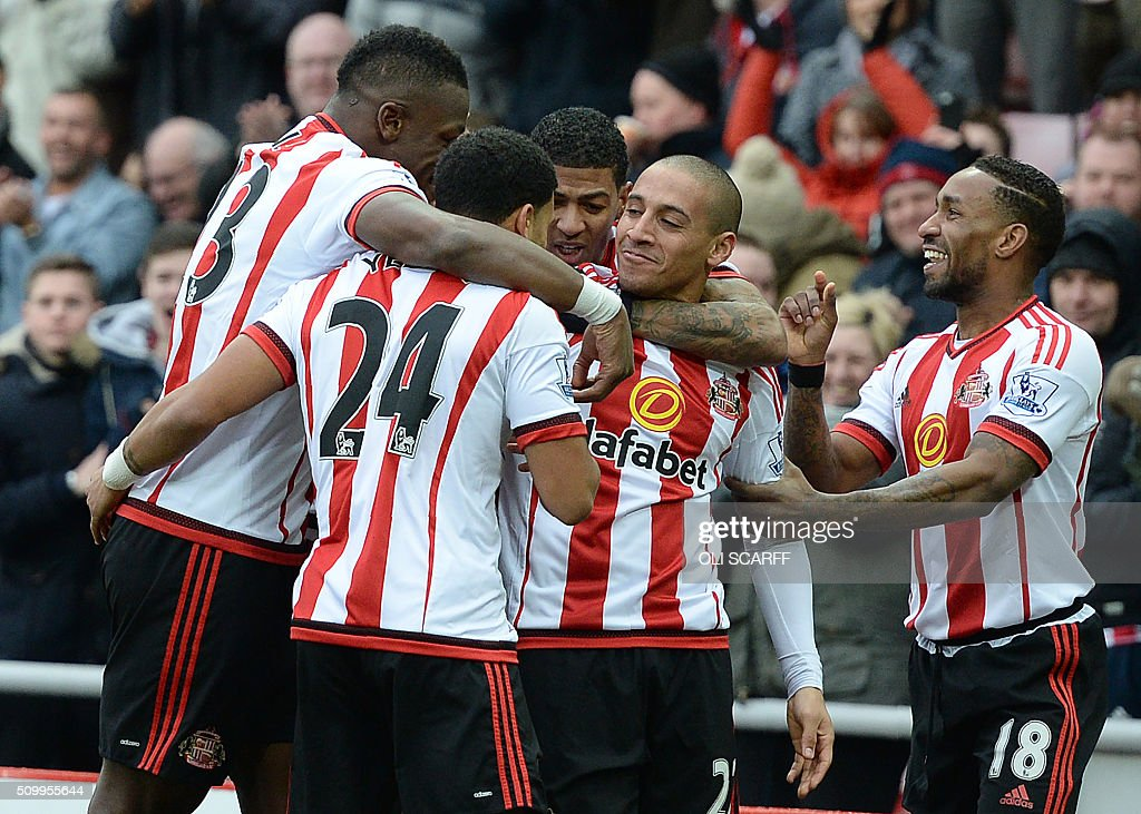 Sunderland's French-born Tunisian midfielder Wahbi Khazri (2R) celebrates scoring his team's first goal with teammates during the English Premier League football match between Sunderland and Manchester United at the Stadium of Light in Sunderland, northeast England on February 13, 2016. / AFP / OLI SCARFF / RESTRICTED TO EDITORIAL USE. No use with unauthorized audio, video, data, fixture lists, club/league logos or 'live' services. Online in-match use limited to 75 images, no video emulation. No use in betting, games or single club/league/player publications. /