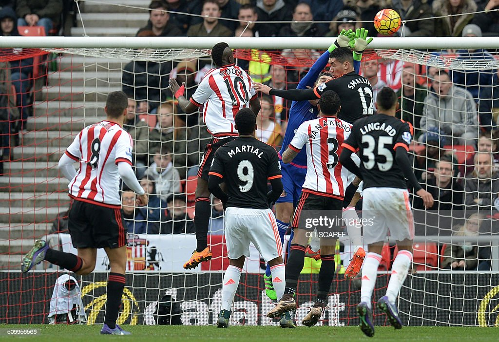 Sunderland's Italian goalkeeper Vito Mannone (4L) jumps to save a header from Manchester United's English defender Chris Smalling (2R) during the English Premier League football match between Sunderland and Manchester United at the Stadium of Light in Sunderland, northeast England on February 13, 2016. / AFP / OLI SCARFF / RESTRICTED TO EDITORIAL USE. No use with unauthorized audio, video, data, fixture lists, club/league logos or 'live' services. Online in-match use limited to 75 images, no video emulation. No use in betting, games or single club/league/player publications. /