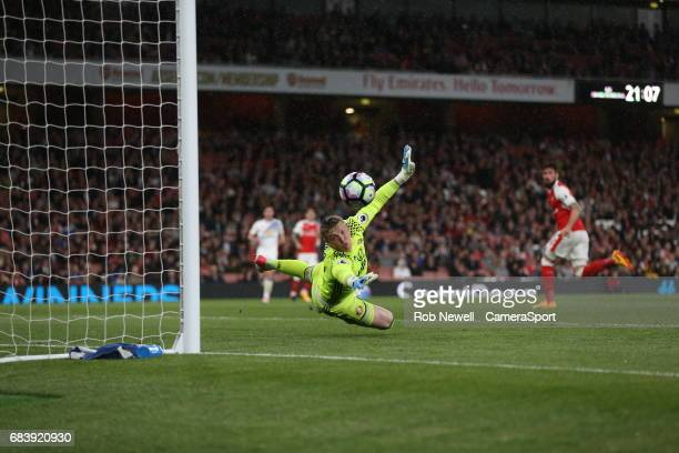 Sunderland's Jordan Pickford watches Arsenal's Olivier Giroud second half header go past the post during the Premier League match between Arsenal and...
