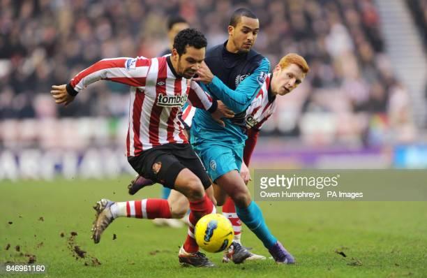 Sunderland's Keiran Richardson battles with Arsenal's Theo Walcott during the Barclays Premier League match at the Stadium of Light Sunderland