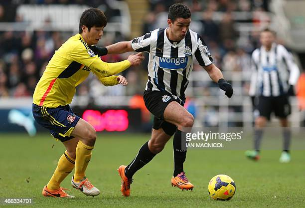 Sunderland's Korean midfielder Ki SungYung vies with Newcastle United's French midfielder Hatem Ben Arfa during the English Premier League football...