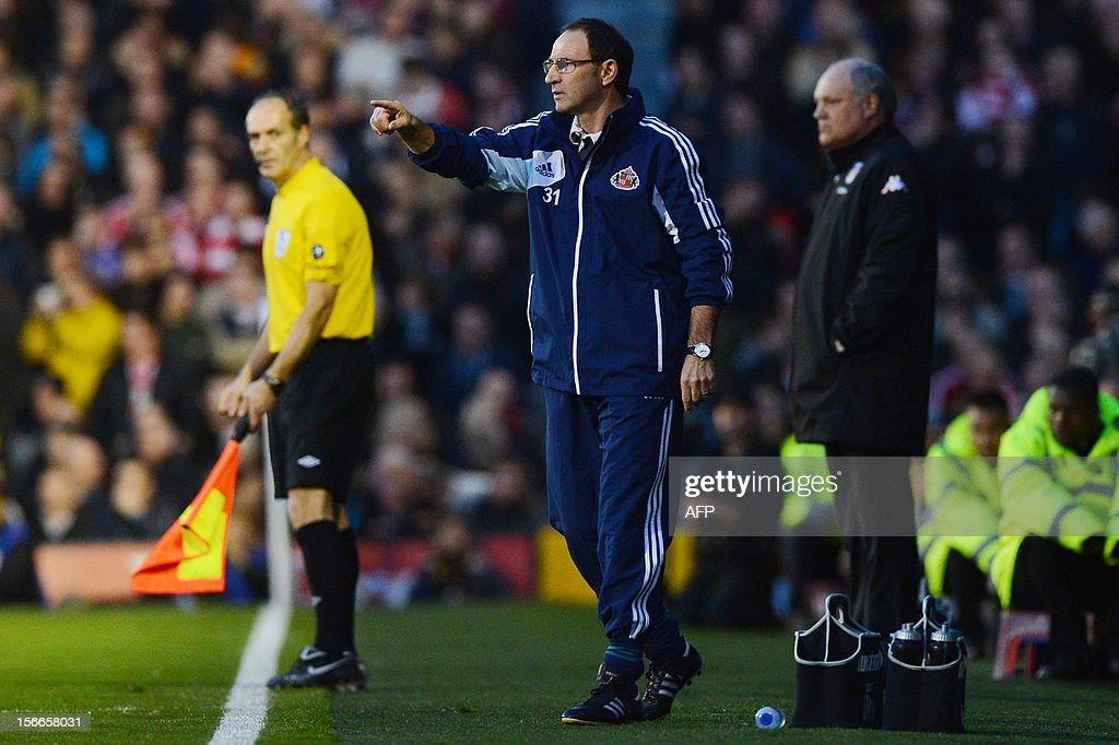 """Sunderland's Northern Irish manager Martin O'Neill (C) gestures as Fulham's Dutch manager Martin Jol (R) looks on during the English Premier League football match between Fulham and Sunderland at Craven Cottage in London on November 18, 2012. USE. No use with unauthorized audio, video, data, fixture lists, club/league logos or """"live"""" services. Online in-match use limited to 45 images, no video emulation. No use in betting, games or single club/league/player publications."""